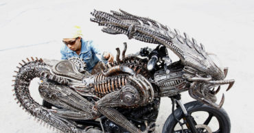 Artist Creates Impressive Custom Alien Motorcycle