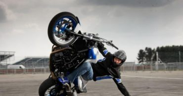 Unbelievable and Totally Crazy Real-Life Motorcycle Stunts