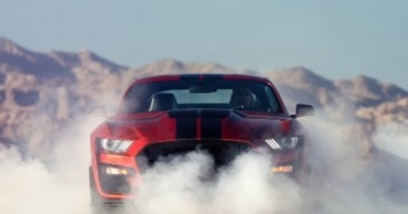 25 Modern Muscle Cars That Make Drivers Forget The 1960s